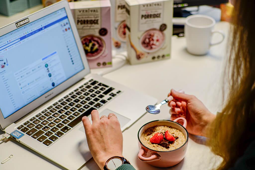 Gesundes Porridge im Büro