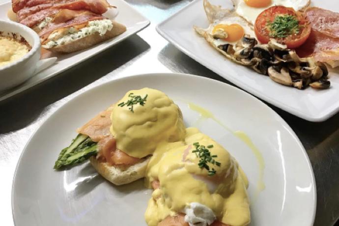 """Petit-déjeuner chez """"Le Petit Cafe"""" (@lepetitcafe)"""